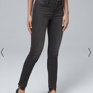 CLASSIC-RISE LACE-HEM SKINNY ANKLE JEANS